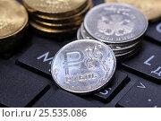 Купить «Монета 1 рубль на клавиатуре крупно», эксклюзивное фото № 25535086, снято 13 февраля 2017 г. (c) Яна Королёва / Фотобанк Лори