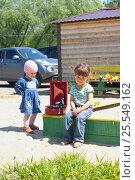 Дети с патефоном (2016 год). Редакционное фото, фотограф Алексей Ионов / Фотобанк Лори