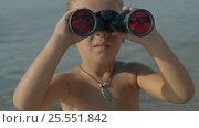 Купить «Slow motion view of small boy watching with binoculars against blurred sea», видеоролик № 25551842, снято 28 октября 2016 г. (c) Данил Руденко / Фотобанк Лори