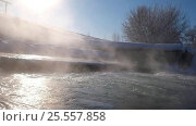 Купить «Река Кокша в Алтайском Крае зимой / Dam between pond of Kokshi and river Koksha in Altai region in winter season», видеоролик № 25557858, снято 31 января 2017 г. (c) Serg Zastavkin / Фотобанк Лори