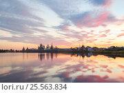 Купить «Вид на Соловецкий монастырь во время заката солнца со Святого озера», фото № 25563834, снято 27 августа 2013 г. (c) Дмитрий Тищенко / Фотобанк Лори
