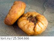 Купить «Беляши, жареные пирожки с мясом», фото № 25564666, снято 15 февраля 2017 г. (c) Sergei Gorin / Фотобанк Лори