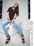 Купить «Beautiful young brunette», фото № 25571154, снято 30 августа 2015 г. (c) Сергей Сухоруков / Фотобанк Лори