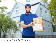 Купить «happy delivery man with parcel boxes», фото № 25571978, снято 3 декабря 2016 г. (c) Syda Productions / Фотобанк Лори