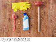 Купить «plunger with cleaning stuff on wooden background», фото № 25572130, снято 27 октября 2016 г. (c) Syda Productions / Фотобанк Лори