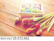 Купить «close up of colored easter eggs and flowers», фото № 25572662, снято 27 января 2016 г. (c) Syda Productions / Фотобанк Лори