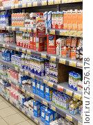 Купить «Молочные продукты на полках супермаркета», эксклюзивное фото № 25576178, снято 16 февраля 2017 г. (c) Юрий Морозов / Фотобанк Лори