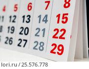 Купить «Листы календаря крупным планом», эксклюзивное фото № 25576778, снято 6 февраля 2017 г. (c) Игорь Низов / Фотобанк Лори