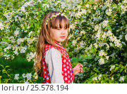 Купить «Portrait of a little girl in summer Apple orchard», фото № 25578194, снято 23 мая 2016 г. (c) Сергей Завьялов / Фотобанк Лори