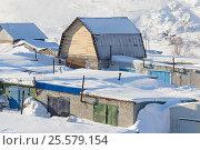 Купить «Вид на гаражный комплекс зимой с возвышающимся высоким гаражом», фото № 25579154, снято 19 февраля 2017 г. (c) Юлия Юриева / Фотобанк Лори