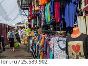 Купить «Moscow, Russia - May 28. 2016. Street trade clothing market in Zelenograd», фото № 25589902, снято 28 мая 2016 г. (c) Володина Ольга / Фотобанк Лори