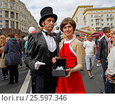 "Moscow, Russia - September 10, 2016: Alice Selezneva and Electron Ivanovic (characters from the mini-series ""Guest from the future"") on Tverskaya street at the City Day in Moscow. Редакционное фото, фотограф Юлия Олейник / Фотобанк Лори"
