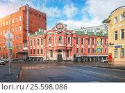 Купить «Бабаевский Administrative building of the concern Babaevsky», фото № 25598086, снято 11 февраля 2017 г. (c) Baturina Yuliya / Фотобанк Лори