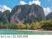 Купить «Пляж Рейли Вест (Railay Weast Beach). Королевство Таиланд, провинция Краби, полуостров Рейли», фото № 25599998, снято 28 января 2017 г. (c) Владимир Сергеев / Фотобанк Лори