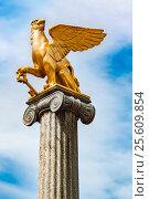 Купить «Griffin sculpture on pedestal», фото № 25609854, снято 12 апреля 2016 г. (c) Андрей Зык / Фотобанк Лори