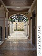 Купить «Corridor in a luxury hotel», фото № 25613178, снято 8 октября 2016 г. (c) Руслан Кудрин / Фотобанк Лори