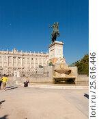 Купить «Monumento a Felipe IV, Plaza de Ote, 28013 Madrid, Испания», эксклюзивное фото № 25616446, снято 5 октября 2012 г. (c) Владимир Чинин / Фотобанк Лори