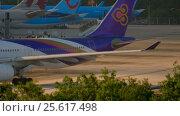 Купить «Airplane taxiing to the runway», видеоролик № 25617498, снято 26 ноября 2016 г. (c) Игорь Жоров / Фотобанк Лори