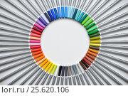 Pencils laid out by color (2015 год). Редакционное фото, фотограф Alexey Matushkov / Фотобанк Лори