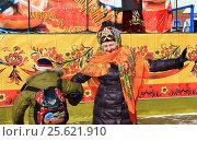 Купить «Праздничный танец на праздновании Масленицы. Казахстан», фото № 25621910, снято 25 февраля 2017 г. (c) Владимир Абакумов / Фотобанк Лори