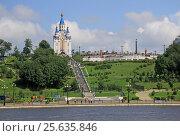 Купить «KHABAROVSK, RUSSIA - AUGUST 16, 2013: The Dormition Cathedral of Khabarovsk near  the Amur River embankment», фото № 25635846, снято 16 августа 2013 г. (c) Шилер Анастасия / Фотобанк Лори