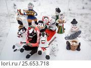 Купить «Каргопольская глиняная игрушка из города Каргополя Архангельской области установлена в Новопопушкинском сквере города Москвы, Россия», фото № 25653718, снято 22 февраля 2017 г. (c) Николай Винокуров / Фотобанк Лори
