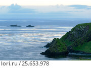 Берег острова Уруп из гряды Курильских островов. Стоковое фото, фотограф Денис Черкашин / Фотобанк Лори