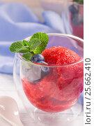Strawberry sorbet in glass closeup. Стоковое фото, фотограф Андрей Маслаков / Фотобанк Лори