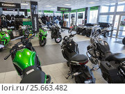 Купить «Мотоциклы и квадроциклы в выставочном зале магазина по продаже мототехники», фото № 25663482, снято 22 февраля 2017 г. (c) Кекяляйнен Андрей / Фотобанк Лори
