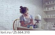 Купить «Drawing a woman in apron», видеоролик № 25664310, снято 20 октября 2019 г. (c) Raev Denis / Фотобанк Лори