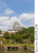 Купить «Главная башня (донжон) замка Химэдзи (замок Белой Цапли) после реставрации. Национальное сокровище Японии и объект ЮНЕСКО», фото № 25670218, снято 21 июля 2016 г. (c) Иван Марчук / Фотобанк Лори