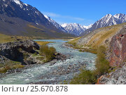 Купить «Beautiful mountain landscape with river in Altay», фото № 25670878, снято 11 июня 2015 г. (c) Михаил Коханчиков / Фотобанк Лори