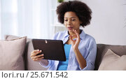 Купить «happy afro american woman with tablet pc at home», видеоролик № 25671542, снято 24 декабря 2016 г. (c) Syda Productions / Фотобанк Лори