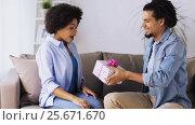 Купить «happy couple with gift box at home», видеоролик № 25671670, снято 26 декабря 2016 г. (c) Syda Productions / Фотобанк Лори