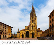 Купить «Cathedral of San Salvador in summer day. Oviedo», фото № 25672894, снято 2 июля 2015 г. (c) Яков Филимонов / Фотобанк Лори