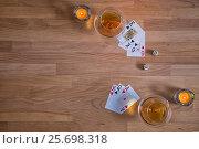 Стол сверху буковый с игральными картами, свечами, игральными костями и бокалами с коньяком. Стоковое фото, фотограф Борис Смирин / Фотобанк Лори