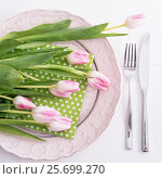 Tulips on plate. Стоковое фото, фотограф Юлия Младич / Фотобанк Лори