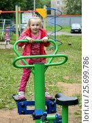 Девочка на спортивной площадке. Стоковое фото, фотограф Юлия Мальцева / Фотобанк Лори