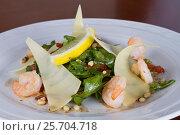 Купить «Salad from arugula, hard cheese and shrimps with cedar nut kernels», фото № 25704718, снято 14 марта 2016 г. (c) Ален Лагута / Фотобанк Лори