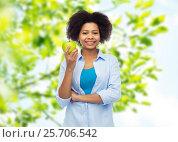 Купить «happy african american woman with green apple», фото № 25706542, снято 17 декабря 2016 г. (c) Syda Productions / Фотобанк Лори