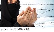 Купить «close up of praying muslim woman over barb wire», фото № 25706910, снято 4 января 2017 г. (c) Syda Productions / Фотобанк Лори