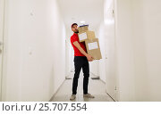 Купить «delivery man with parcel boxes in corridor», фото № 25707554, снято 3 декабря 2016 г. (c) Syda Productions / Фотобанк Лори