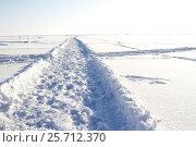 Купить «Дорога по заснеженному льду Байкала», фото № 25712370, снято 8 марта 2017 г. (c) Момотюк Сергей / Фотобанк Лори