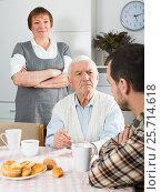 Купить «Parents arguing with son», фото № 25714618, снято 19 марта 2019 г. (c) Яков Филимонов / Фотобанк Лори
