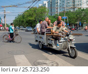 Купить «China, Beijing, motorcycle taxi», фото № 25723250, снято 24 марта 2018 г. (c) age Fotostock / Фотобанк Лори