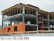 Строящийся дом. Стоковое фото, фотограф Евгений Талашов / Фотобанк Лори