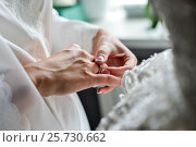 Woman hand with engagement ring. Стоковое фото, фотограф Алексей Суворов / Фотобанк Лори