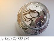 Купить «Стеклянная банка-копилка с мелочью», фото № 25733270, снято 12 марта 2017 г. (c) Юлия Юриева / Фотобанк Лори