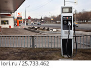 Купить «Заправка электромобилей», фото № 25733462, снято 12 марта 2017 г. (c) Victoria Demidova / Фотобанк Лори