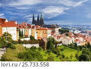 Купить «Вид на исторический центр Праги с Собором Святого Вита, Чехия», фото № 25733558, снято 5 августа 2015 г. (c) Наталья Волкова / Фотобанк Лори